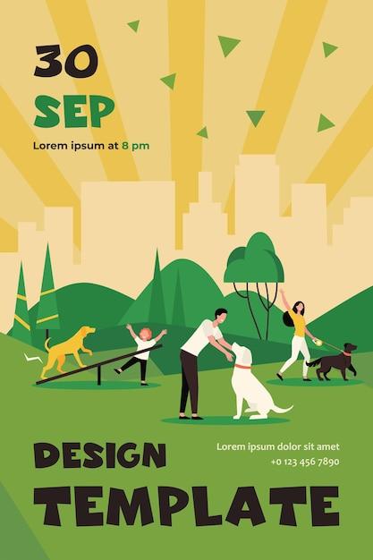 도시 공원 격리 된 평면 플라이어 템플릿에서 강아지와 함께 산책하는 행복 한 사람들 무료 벡터