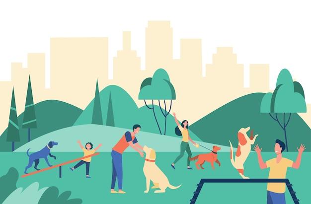 都市公園で犬と一緒に歩いている幸せな人々は、フラットなイラストを分離しました。 無料ベクター