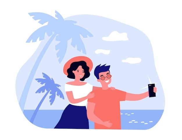携帯電話で幸せな旅行カップル撮影selfie。ビーチの上を歩くと夏休みを楽しんでいる観光客。新婚旅行、休暇、写真の概念図 Premiumベクター