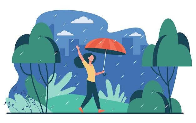 Donna felice che cammina in una giornata di pioggia con l'ombrello isolato piatta illustrazione vettoriale. personaggio femminile dei cartoni animati essendo all'aperto e pioggia autunnale. concetto di paesaggio e meteo Vettore gratuito