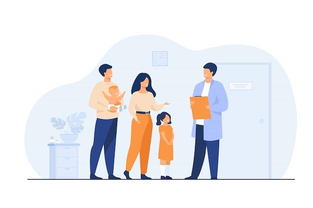 赤ちゃんと小児科医の医者と幸せな若い家族 無料ベクター