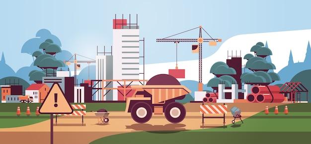 建設現場で働く住宅建設建築エンジニアリングコンセプトクレーンとトラック Premiumベクター