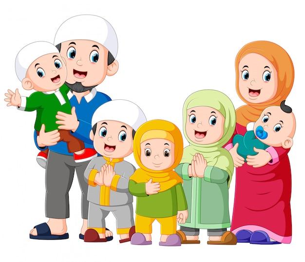 Мусульманская семья с пятью детьми празднует ied mubarak Premium векторы
