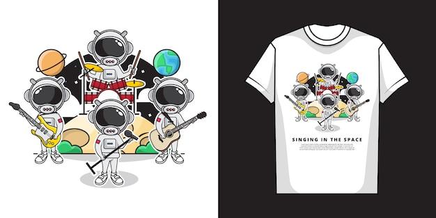Иллюстрация милых космонавтов, играющих музыку и пение в космосе с полным оркестром и дизайном футболки Premium векторы