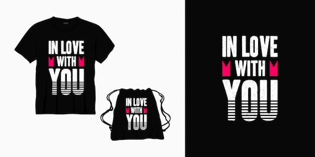 Влюблен в тебя типография надписи дизайн для футболки, сумки или товаров Premium векторы