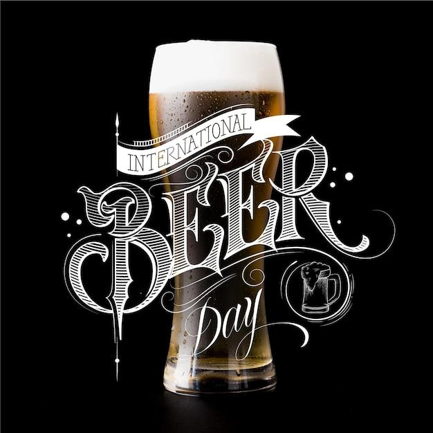 Tema di lettere del giorno della birra internazionale Vettore gratuito
