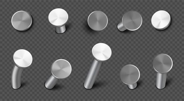 Chiodi di ferro martellati nel muro, punte d'acciaio dritte e piegate con testa circolare. set realistico di perni di metallo, chiodi di metallo, strumenti di carpenteria e costruzione isolati su sfondo trasparente Vettore gratuito