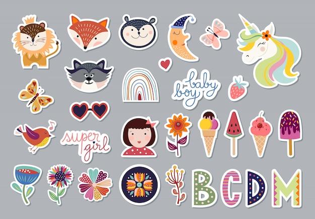 Детская коллекция элементов с модным дизайном, животными, цветами, буквами, набором милых наклеек Premium векторы