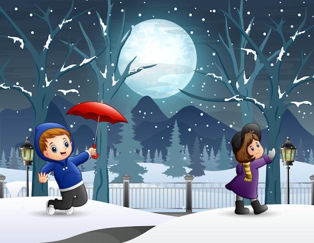 冬の夜の風景の中の子供たち Premiumベクター