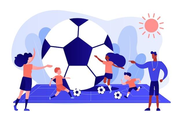 여름 캠프, 작은 사람들의 필드에서 공을 가지고 축구를 배우는 아이들. 축구 캠프, 축구 아카데미, 어린이 축구 학교 개념. 분홍빛이 도는 산호 bluevector 고립 된 그림 무료 벡터