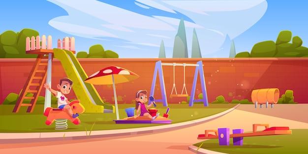 Дети на детской площадке в летнем парке или детском саду Бесплатные векторы