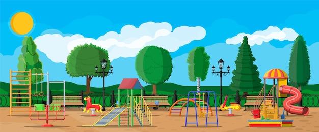 子供の遊び場幼稚園のパノラマ。アーバンチャイルドアミューズメント。スライドはしご、春のロッキングおもちゃ、スライドチューブ、スイングカルーセルバランサー、サンドボックスバケットレーキキャッスルスクープ。フラットスタイル Premiumベクター