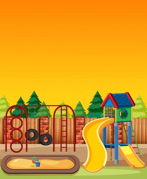 Parco giochi per bambini nel parco con stile cartone animato cielo chiaro rosso e giallo Vettore gratuito