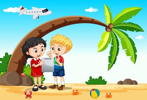 ビーチや飛行機の背景と一緒に旅行中にタブレットを使用する子供たち 無料ベクター