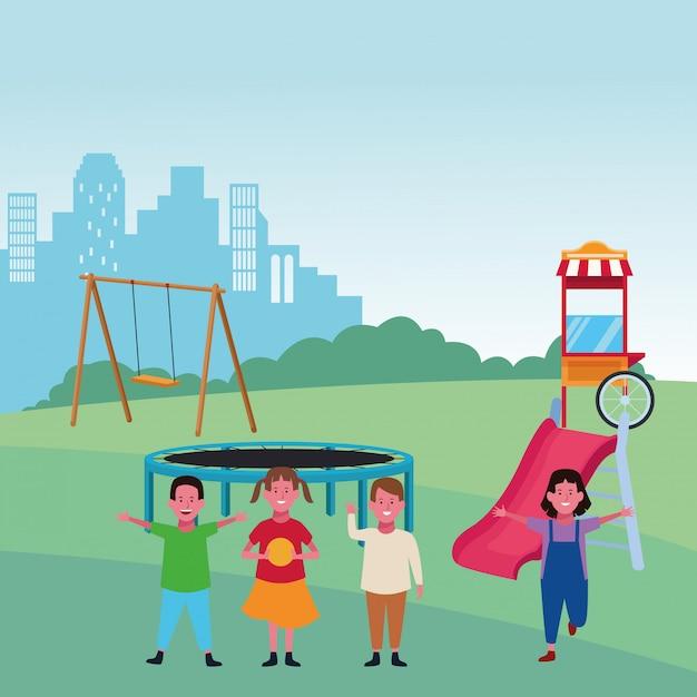 Детская зона, счастливые мальчики и девочки с качели слайд батут еды игровая площадка векторная иллюстрация Premium векторы