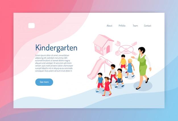 Изометрическая веб-страница детского сада с группой воспитателей дошкольников и игровыми площадками Бесплатные векторы