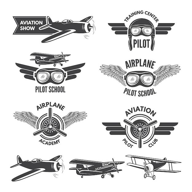 ヴィンテージ飛行機のイラストがセットされたラベル。飛行士のための旅行の写真とロゴ。航空飛行バッジ、飛行機のエンブレム、パイロットスクールのロゴ Premiumベクター