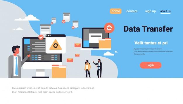 Целевая страница или веб-шаблон с иллюстрацией, темой передачи данных Premium векторы