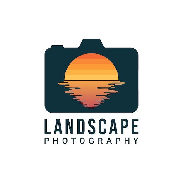 Дизайн логотипа ландшафтного фотографа. цифровая камера и объектив в виде дизайна солнца и воды. логотип фотографа природы Premium векторы