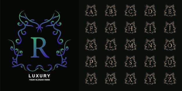 文字rまたは豪華な飾り花フレームゴールデンロゴテンプレートとコレクションの最初のアルファベット。 Premiumベクター