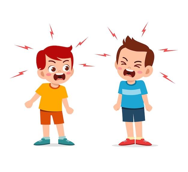 Маленький мальчик сражается и спорит со своим другом Premium векторы