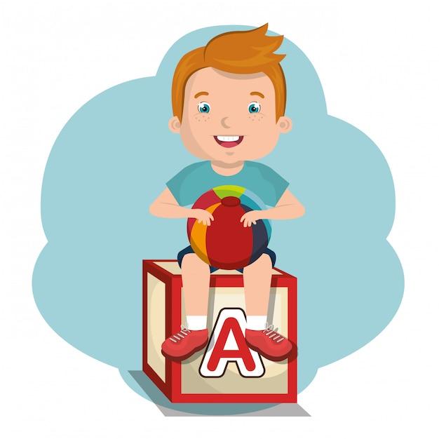 Маленький мальчик, играющий с игрушечным персонажем Premium векторы