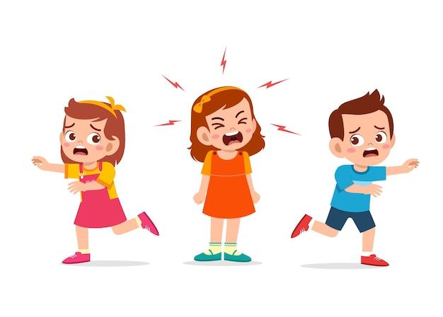 Маленькая девочка плачет и кричит так громко и заставляет своего друга бежать Premium векторы