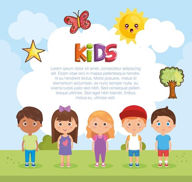Gruppo di bambini che giocano sul parco Vettore gratuito