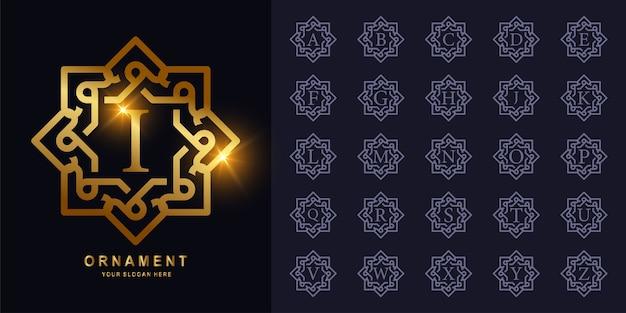 고급 장식 또는 꽃 프레임 초기 알파벳 황금 로고. 프리미엄 벡터
