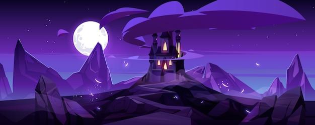 Castello magico di notte sulla montagna, palazzo da favola con torrette e strada rocciosa sotto il cielo viola con la luna piena e le nuvole nel cielo Vettore gratuito