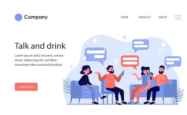 男性と女性の友人が話しているとビールを飲みます。ウェブサイトテンプレートまたはランディングページ 無料ベクター