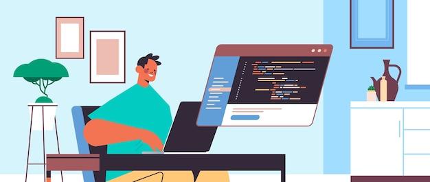ラップトップを使用してソフトウェアのプログラムコード開発を作成し、職場の肖像画に座っているプログラミングコンセプトプログラマーの男性のweb開発者 Premiumベクター