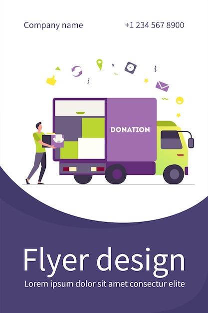 Мужчина несет коробку с одеждой в грузовик для пожертвований. курьер, волонтер, автомобиль плоский флаер шаблон Бесплатные векторы