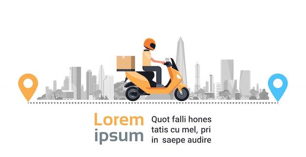 Служба доставки мотоциклов, самокат man courier с посылкой с коробками над большим городом-силуэтом Premium векторы