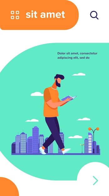 도시에서 걷는 동안 책을 읽는 남자 무료 벡터
