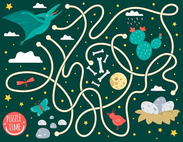 Лабиринт для детей. дошкольная деятельность с динозавром. игра-головоломка с птеродактилем, облаками, яйцами в гнезде, костями, бабочкой, птицей, луной, звездой. милые смешные улыбающиеся персонажи. Premium векторы