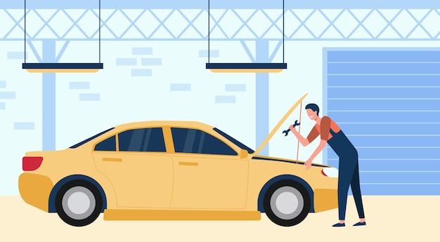 Механик, ремонтирующий автомобиль в гараже с инструментом, изолировал плоскую векторную иллюстрацию. мультяшный человек чинит или проверяет двигатель автомобиля. концепция автосервиса и технического обслуживания Бесплатные векторы