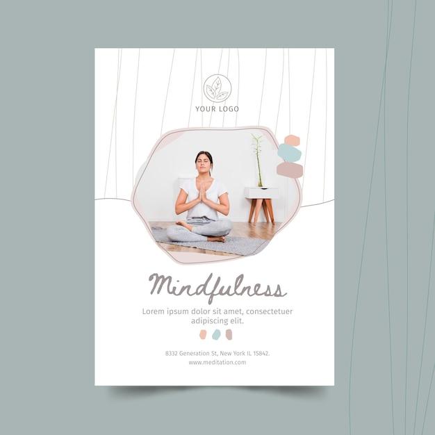 Шаблон плаката медитации и осознанности Бесплатные векторы