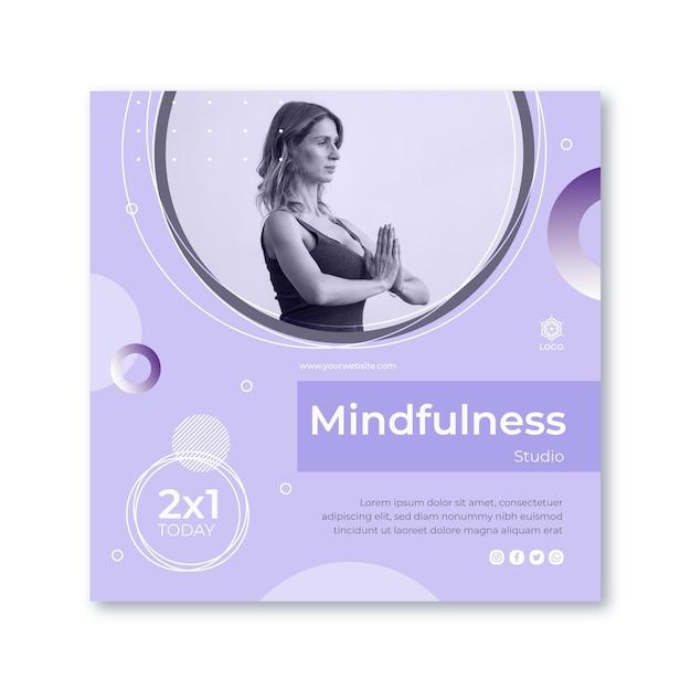 Modello di volantino quadrato meditazione e consapevolezza Vettore gratuito
