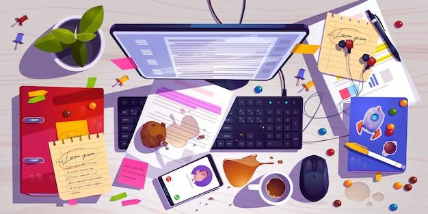 Грязный вид сверху на рабочем месте, беспорядок на офисном столе, рабочее место с беспорядком, пролитым кофе Бесплатные векторы