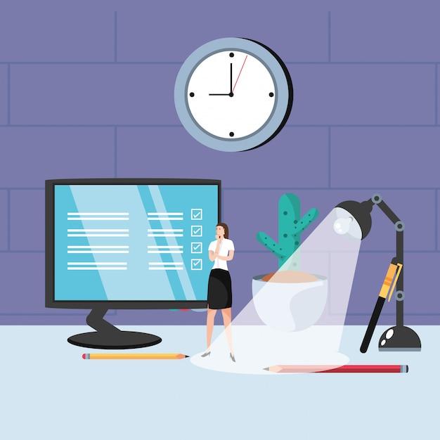 Мини бизнес женщина с монитором на рабочем месте Premium векторы
