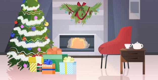Современная гостиная с камином и елкой, украшенная для празднования рождественских праздников Premium векторы