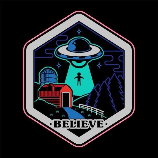 Монохромный рисунок старинных наклейка наклейка принт для одежды футболка плакат с нло инопланетных захватчиков из космоса над историей заговора фермы сельской местности. Premium векторы
