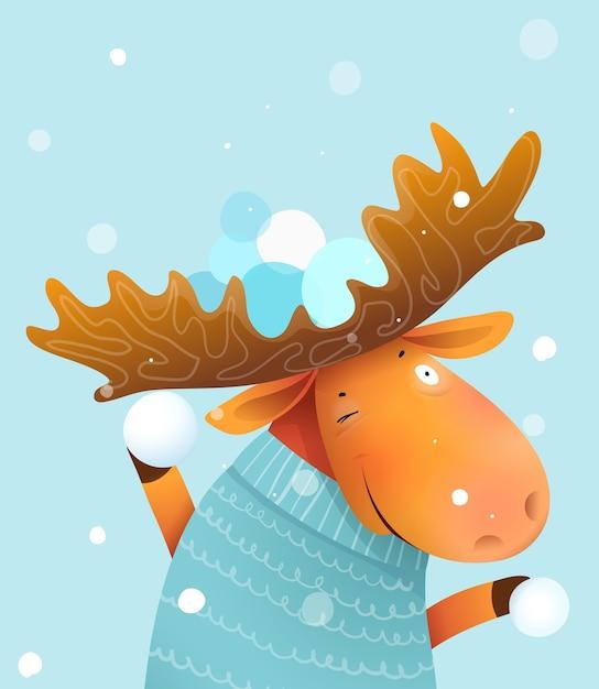 冬に雪玉ゲームをするムースまたはエルクは、クリスマスにセーター、招待状、またはグリーティングカードを着用します。子供と保育園の動物のイラスト、水彩風の漫画。 Premiumベクター