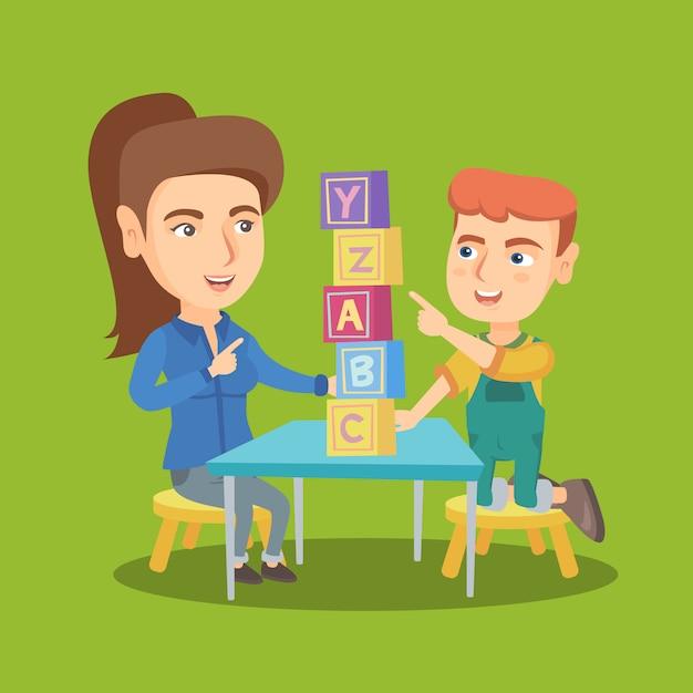 Мать играет с сыном с образовательными кубиками. Premium векторы