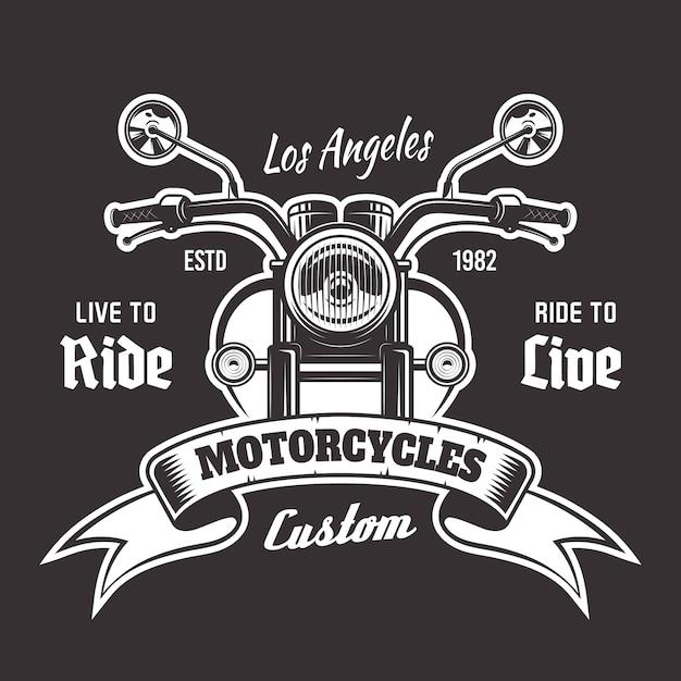 Винтажная эмблема вид спереди мотоцикла с лентой и образец текста на темном фоне Premium векторы