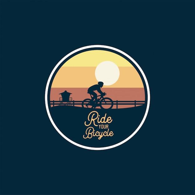 Горный велосипед значок прыжок силуэт желтое небо Premium векторы