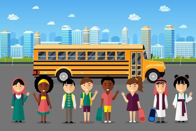 多国籍の子供たちが学校に通っています。アラビア語の日本の中国のグループ、幸せな笑顔の子供時代、ベクトルイラスト 無料ベクター