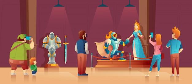 Museo con visitatori, mostra medievale. cavaliere corazzato con elmo, principessa in seta blu Vettore gratuito