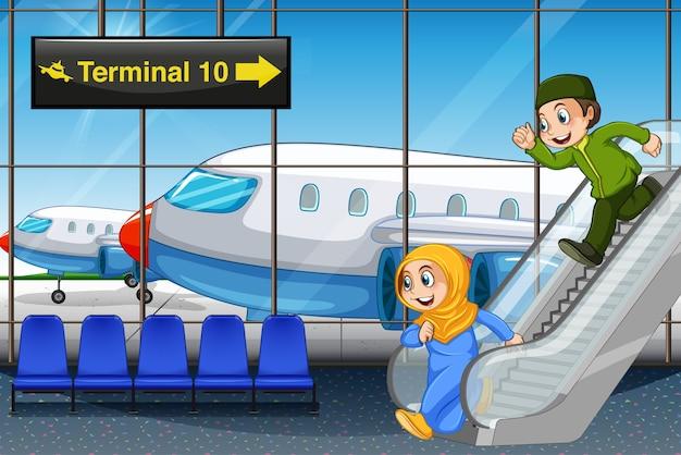 Bambini musulmani in aeroporto Vettore gratuito